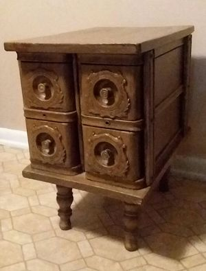 (Solid wood)Table/singer sewing machine drawers (Excellent Used Condition) for Sale in Center Point, AL