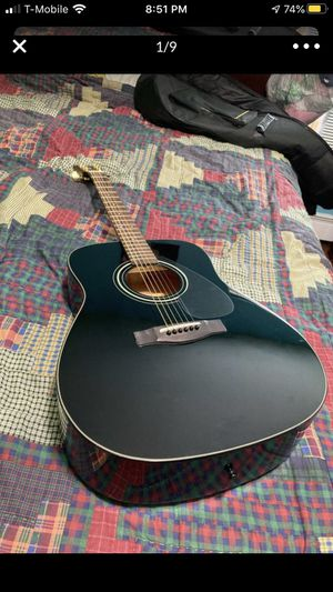 Yamaha acoustic guitar f335 for Sale in Clayton, NJ