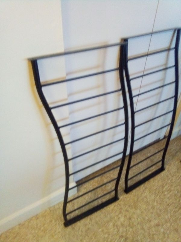 Full size metal bed with 4 Wood corners post