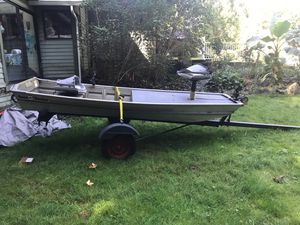 12 ft bass boat with casting deck trolling motor batteries 5 hp engine and pole holders for Sale in Bothell, WA