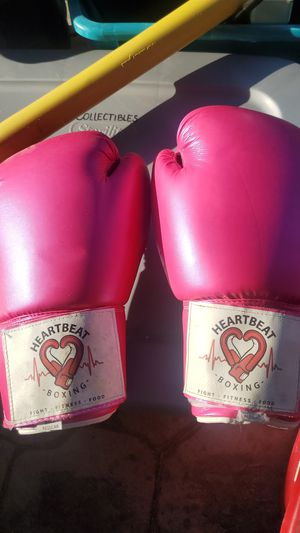 BOXING GLOVES for Sale in Selma, CA