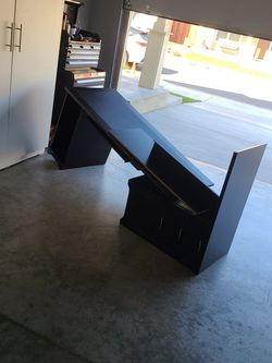 Free Office Desk for Sale in Vancouver,  WA