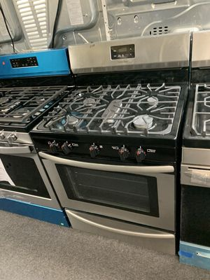 FRIGIDAIRE NEW SCRATCH AND DENT STAINLESS STEEL GAS STOVE for Sale in Randallstown, MD