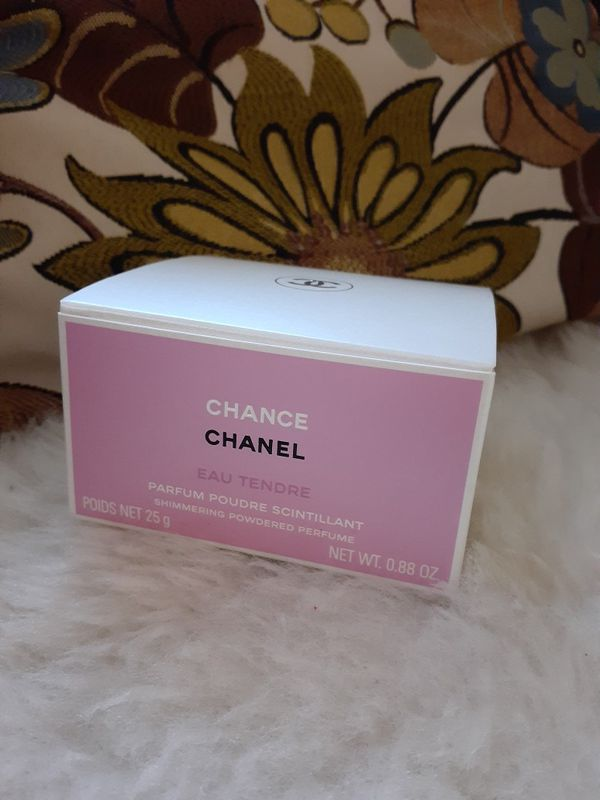 CHANEL Chance shimmering powdered perfume