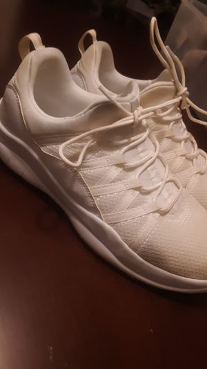 men's Air Jordan size 9 and 1/2 for Sale in Benbrook, TX