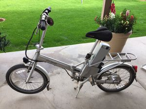 Ezee Quando electric folding bicycle for Sale in Peoria, AZ