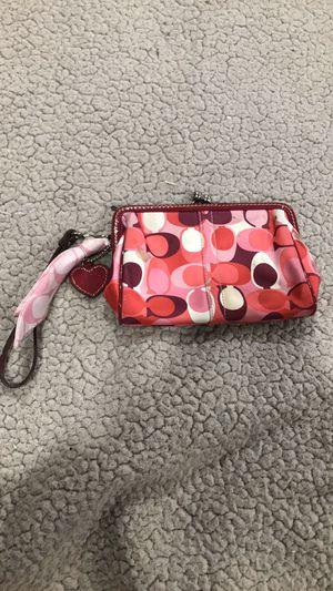Coach valentine scarf print kisslock wristlet for Sale in Hyattsville, MD