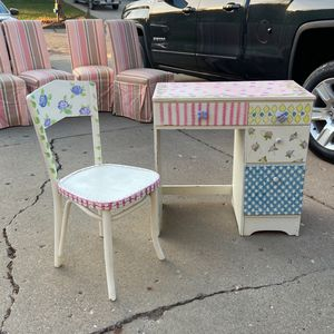 Kids Desk & Chair Good Condition for Sale in White Lake charter Township, MI