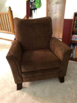 Like leather brown swivel recliner w/foot rest for Sale in Clayton, DE