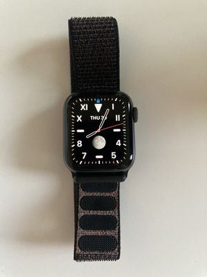 Apple Watch 4 40mm gps for Sale in Issaquah, WA