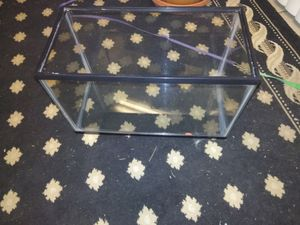 Reptile or fish tank 10 gallons it doesn't have a light and only has a screen lid .must pick up only for Sale in Denver, CO