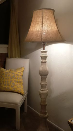 Super beautiful antique finish lamp for Sale in Huntington Beach, CA