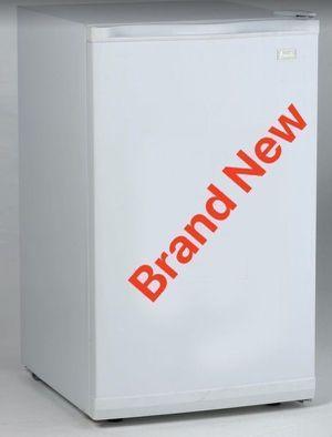 Mini Fridge Refrigerator Home Appliances Kitchen Refrigerador Frio Nevera Avanti 3.3cu RM3306W for Sale in Miami, FL