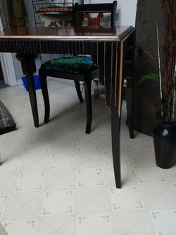 Small Art deco Table and chair for Sale in Tacoma,  WA