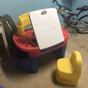 Little Tikes Desk With Easel for Sale in Amissville, VA