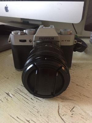 Fujifilm X-T10 Silver Mirrorless camera Kit with XF18-55mm 2.8-4 Lens for Sale in Los Angeles, CA