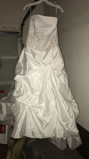 Wedding Dress Size 12 for Sale in Spring Lake, NC