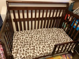 Toddler bed/crib (interchangeable) for Sale in San Leandro, CA