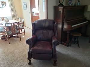 Free leather recliner for Sale in Renton, WA