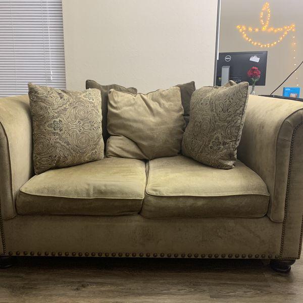 Elegant Loveseat Couch | Beige | Great Condition
