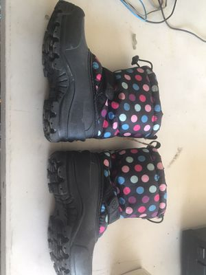 Hermolite snow boots child size 13 for Sale in Phoenix, AZ