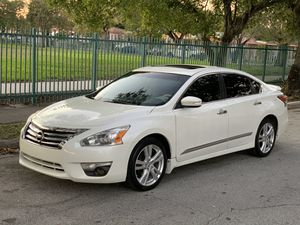 Nissan Altima S.L. 2014 like new for Sale in Medley, FL