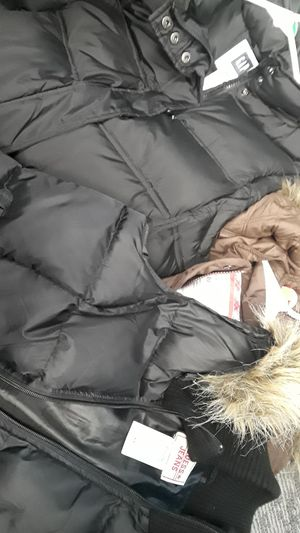 Women's PUFFY vests with FUR hoods for Sale in Gaithersburg, MD