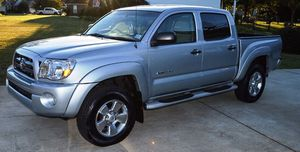 Beautiful 2OO5 Toyota Tacoma 4WDWheels Clean for Sale in Akron, OH