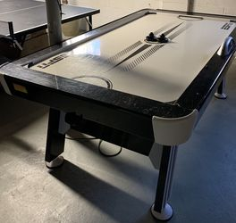 ESPN AIR HOCKEY TABLE 84inches for Sale in Tinton Falls,  NJ