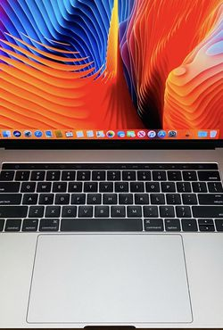 MacBook Pro 15 inches 2016 Touchbar Corei7 for Sale in Los Angeles,  CA
