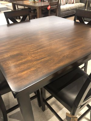 """Vilo Furniture !!! 5pc dining set !!Rustic Cherrywood /black stained outlines ! 48""""x48""""x36"""" retails $699 we have for tax time $399 for Sale in Las Vegas, NV"""