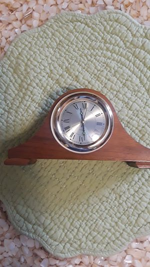 Mantle clock, small with alarm battery . for Sale in Palos Hills, IL