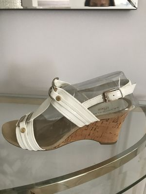 NEW ANN KLEIN WHITE GOLD WEDGES SANDALS , size 7.5. New in box for Sale in Miami, FL