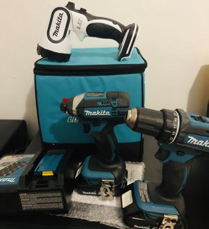 Makita 18v combo drill, impact and flashlight for Sale in Queens, NY
