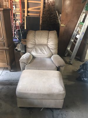 Othman and recliner for Sale in Buffalo, NY