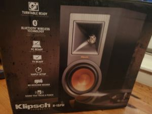 Klipsch R-15PM Powered Speakers for Sale in Brooklyn, NY