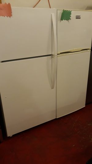 "Top and bottom refrigerator excellent condition 4months warranty 24"" for Sale in Halethorpe, MD"