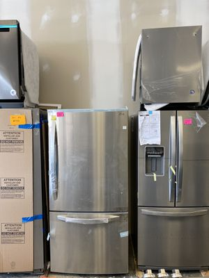 LG stainless steel bottom freezer new scratch and dent for Sale in Bowie, MD