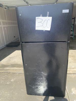 Refrigerator (Frigidaire) excellent condition for Sale in Rio Vista, CA
