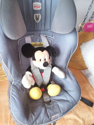 Britax car seat with removable base rear facing only 4-35 lbs. Safe cell impact protection for Sale in Queens, NY