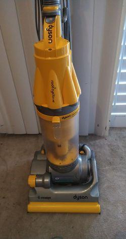 Dyson vacuum cleaner upright vacuum cleaner for Sale in San Antonio,  TX