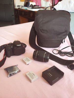 EOS Rebel T5i DSLR Camera BUNDLE for Sale in New York, NY