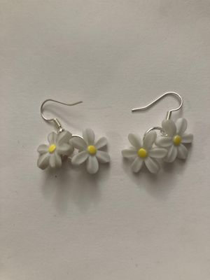 Custom-made daisy hanging earrings for Sale in Lutz, FL