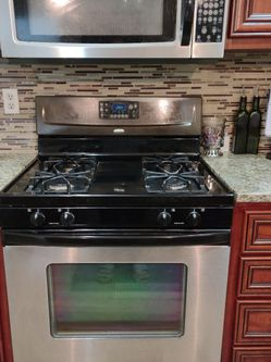 Used Whirlpool Gas Range And Overhead Microwave for Sale in Beaverton,  OR