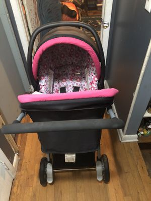 Disney Minnie Mouse stroller and car seat folding travel system for Sale in Brandon, FL