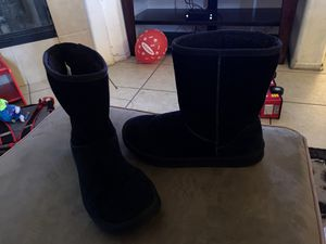 Black fur boots for Sale in Victorville, CA