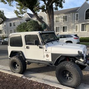 4.0 Jeep Wrangler TJ Year 2000 for Sale in Los Angeles, CA