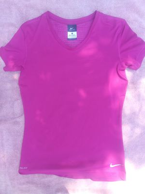 Like New women's purple athletic top for Sale in Columbus, OH