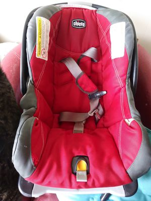 Infant car seat with base for Sale in Saint Paul, MN