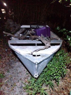 14 ft aluminum boat for Sale in Yorktown, VA
